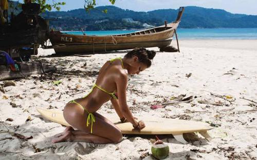 可愛くて魅力的なサーフィンしている女の子の画像の数々!!の画像(22枚目)