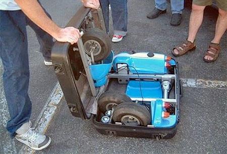 【画像】スーツケースがカートに変身!!折りたたみ式エンジン付きのカートが凄い!!の画像(2枚目)