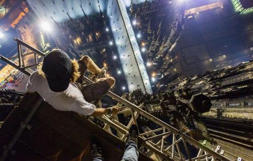 怖すぎる!超高層ビルで撮る自撮り写真!!の画像(8枚目)