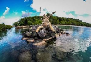 ド迫力!廃棄する材木を使ったアートが凄まじい!!の画像(5枚目)