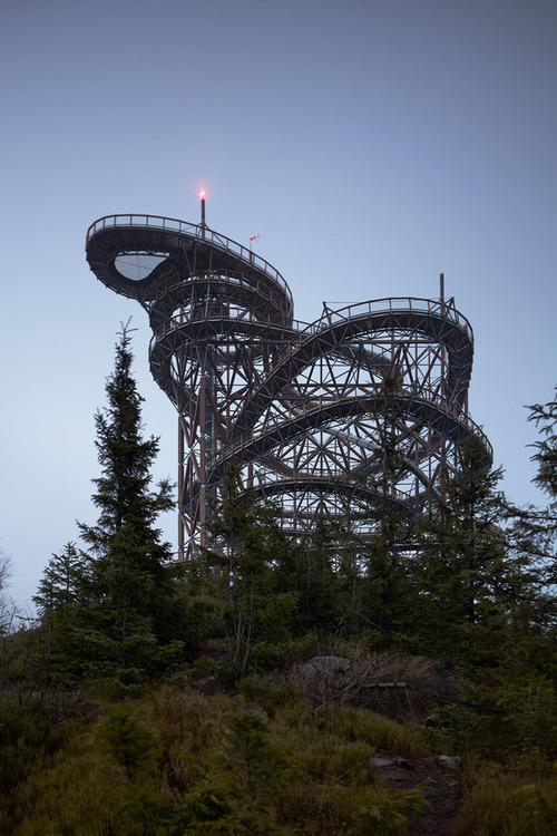 【画像】チェコ共和国にある超巨大で超怖過ぎる滑り台!!の画像(5枚目)