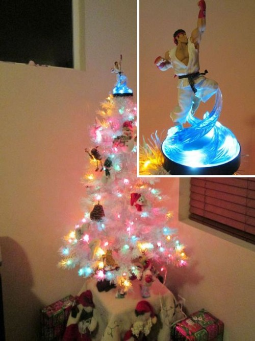 カオスなクリスマスツリーの上の飾りの画像(10枚目)