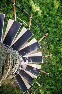 お年寄りでも簡単に木に登れる!木につける階段が面白い!の画像(4枚目)