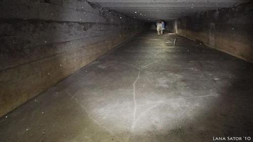 小さな小屋の床下に巨大な洞窟の画像(13枚目)