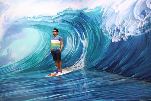 いっしょに撮れば面白い!3Dアートで遊ぶ人たちの画像!の画像(4枚目)