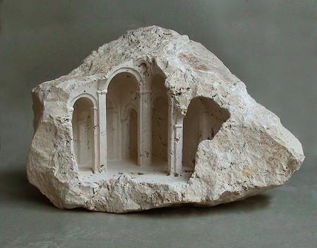 大理石を切り抜いて作った神殿のミニチュア02