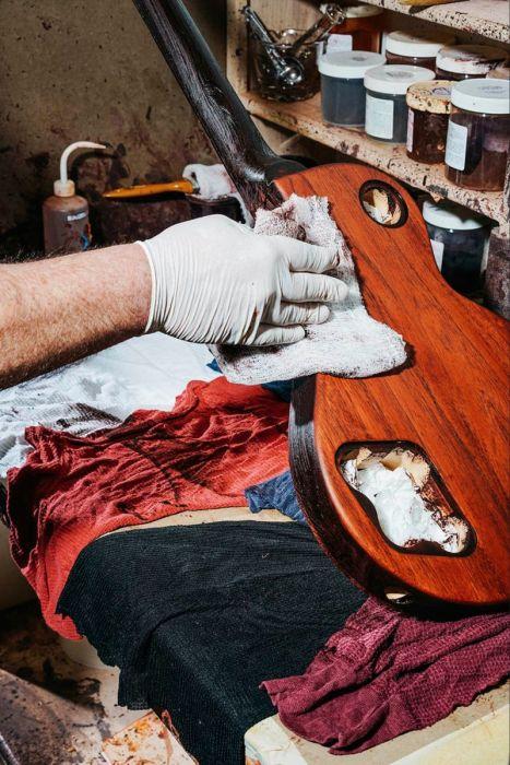 丹精込めて手作りされる超高級ギターのギブソン・レスポールの製作風景の画像の数々!!の画像(6枚目)