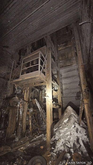 小さな小屋の床下に巨大な洞窟の画像(14枚目)