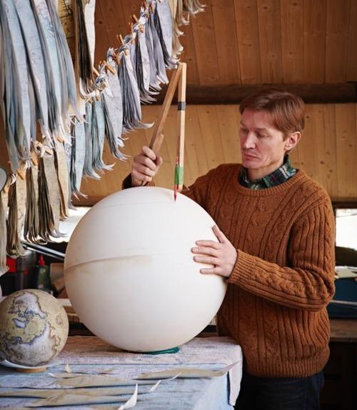 もはや芸術!手作りの地球儀「アトモスフェア」の製作風景が凄い!!の画像(16枚目)
