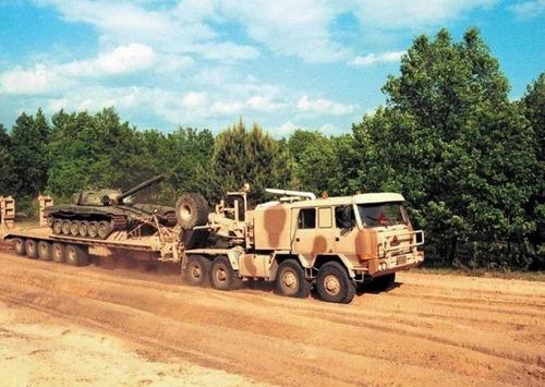 戦車が運べる超大型キャリアカーの画像(14枚目)