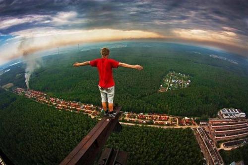 高くて怖い!!高所での怖すぎる記念写真の数々!!の画像(14枚目)