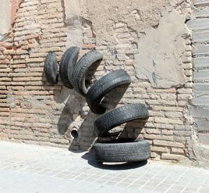 【画像】廃棄タイヤが不思議なアートに変身!の画像(18枚目)
