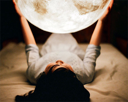 【画像】満月そのままのランプ「Full Moon Lamp」が凄い!!の画像(2枚目)