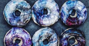 【画像】宇宙を表現したドーナツ!ギャラクシードーナツが美味しそうなのかもしれない!!の画像(1枚目)
