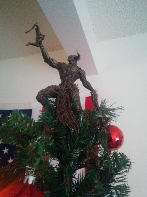 カオスなクリスマスツリーの上の飾りの画像(23枚目)