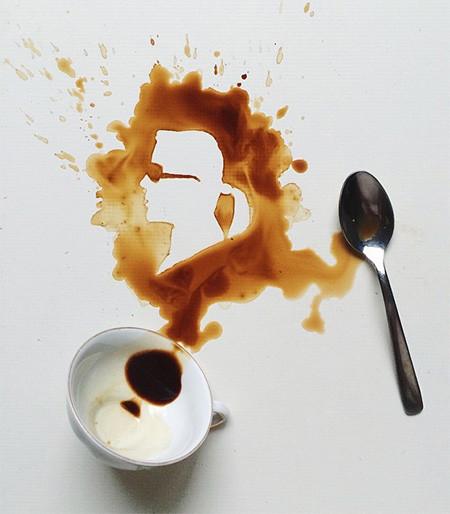 【画像】こぼれたコーヒーのシミで絵を描く!洋風の水墨画のようなアート!!の画像(6枚目)