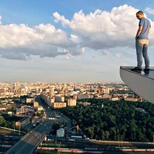 とりあえず高い所に来たので記念撮影をした写真が高すぎて本当に怖いwwの画像(3枚目)