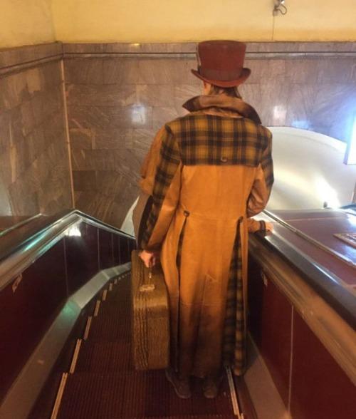 電車や駅で見かけた変った人達の画像(27枚目)