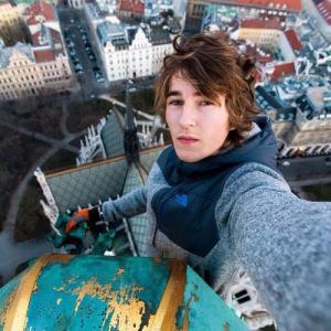 とりあえず高い所に来たので記念撮影をした写真が高すぎて本当に怖いwwの画像(6枚目)