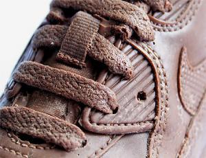 【画像】チョコで作ったナイキのスニーカーが間違って履くレベルwwの画像(2枚目)