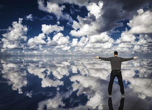 反射して映った世界の画像(7枚目)