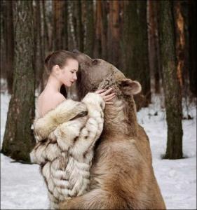 恐ロシア!300kgのヒグマとロシア美人のアート写真が凄い!!の画像(27枚目)