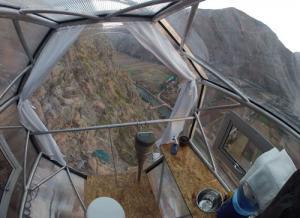 【画像】高さ120mの絶壁に設置された360度見えるホテルが凄いwwの画像(3枚目)