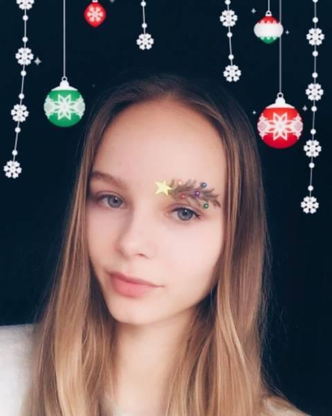 クリスマスをイメージした眉毛のメイクの画像(3枚目)