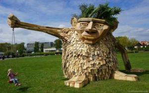 ド迫力!廃棄する材木を使ったアートが凄まじい!!の画像(9枚目)