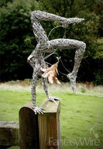 【画像】生きてるみたい!針金で再現された妖精が凄い!!の画像(4枚目)