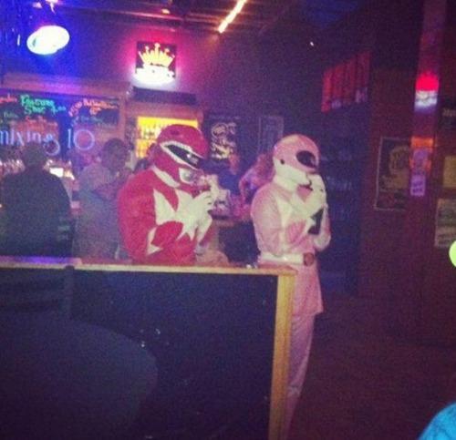 酒は飲んでも飲まれるな!おいしそうに酒を飲んでいる人と飲まれている人の画像の数々!!の画像(13枚目)