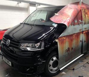 【画像】新しい自動車を凄まじくボロボロの廃車のようにするカスタムがオカシイ!の画像(3枚目)