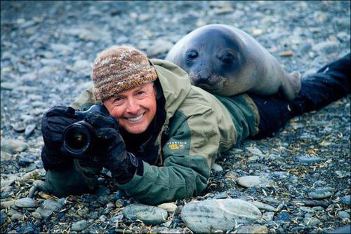 【画像】自然を撮影するカメラマンに興味津々の動物達!!の画像(3枚目)