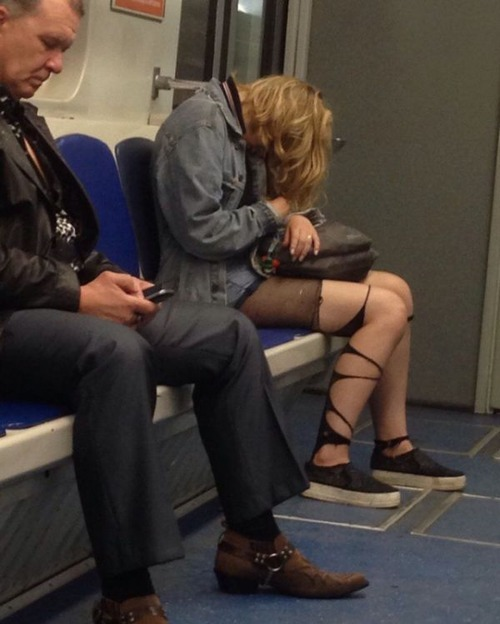 電車や駅で見かけた変った人達の画像(34枚目)