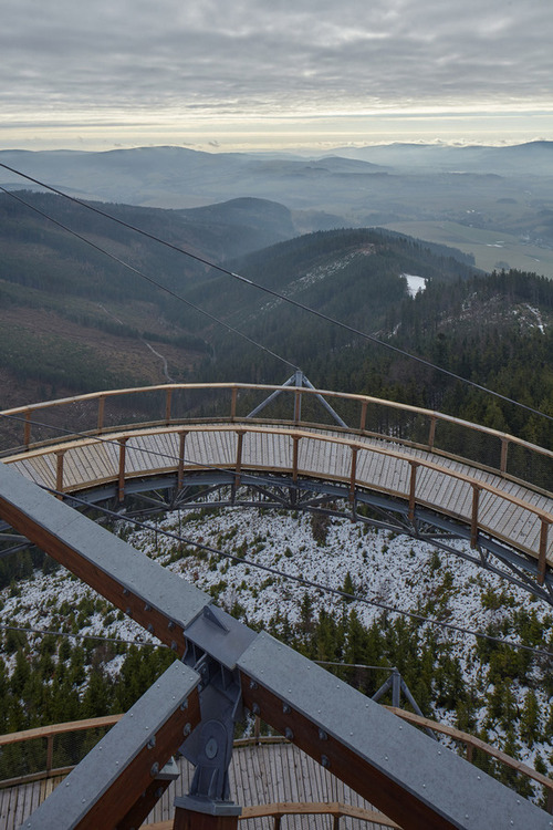 【画像】チェコ共和国にある超巨大で超怖過ぎる滑り台!!の画像(11枚目)
