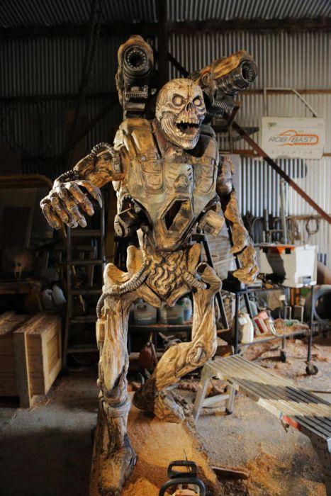 チェーンソーで作った宇宙人の彫刻が凄すぎる!!の画像(7枚目)