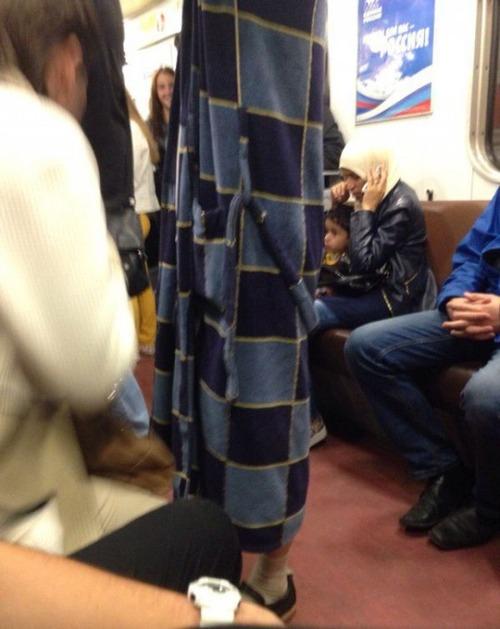 電車や駅で見かけた変った人達の画像(9枚目)