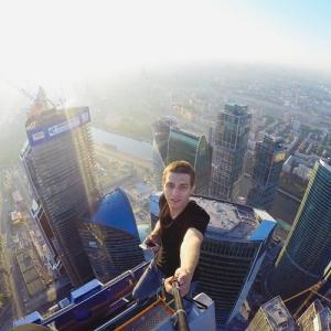 とりあえず高い所に来たので記念撮影をした写真が高すぎて本当に怖いwwの画像(24枚目)