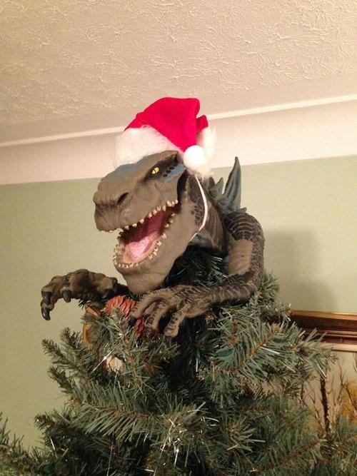 カオスなクリスマスツリーの上の飾りの画像(14枚目)