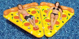 水辺で楽しい!たくさん合体するピザ型のフロートマットが面白い!!の画像(1枚目)