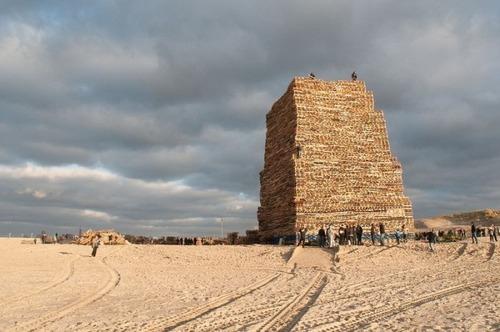 木製パレットをビルのように積む!オランダの焚き火のイベントが凄すぎる!の画像(7枚目)