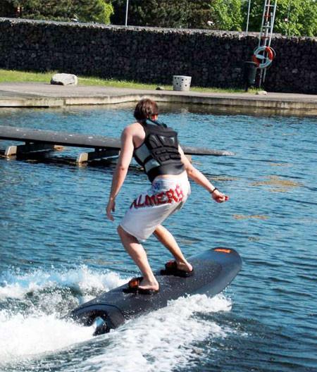 波いらず!最高時速46kmの自走式サーフボードが凄い!!の画像(5枚目)