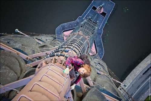 怖すぎる!超高層ビルで撮る自撮り写真!!の画像(14枚目)