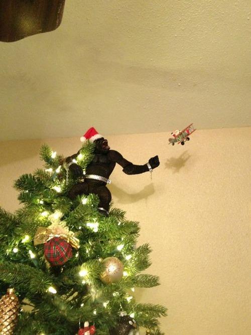 カオスなクリスマスツリーの上の飾りの画像(13枚目)