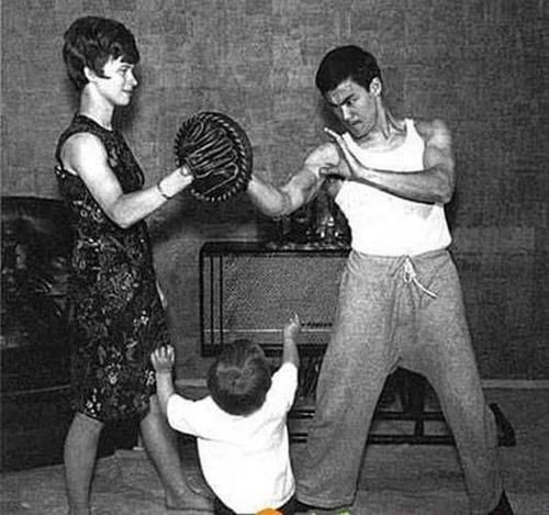 ブルース・リーの幸せそうな私生活の画像の数々!!の画像(21枚目)