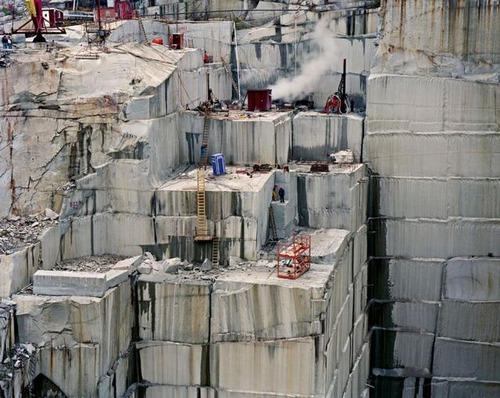 【画像】大理石の採掘場がゲームや物語のダンジョンみたいで凄すぎる!!の画像(3枚目)