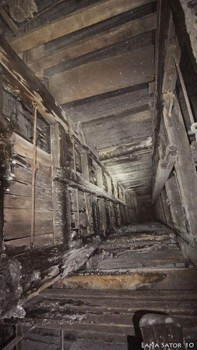 小さな小屋の床下に巨大な洞窟の画像(15枚目)