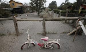 チリのカルブコ火山の噴火で街に積もった火山灰が酷い…の画像(10枚目)