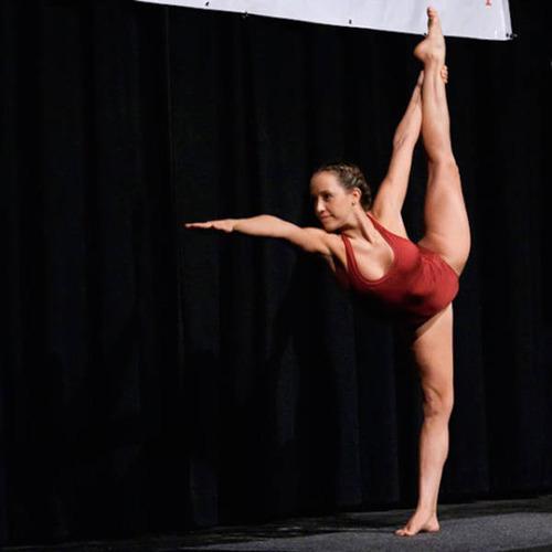 柔軟性&バランス感覚が抜群のキレイなお姉さんの画像の数々!の画像(10枚目)