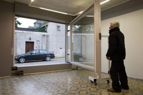 【画像】ショーウィンドウのようなガレージの入り口が凄い!!の画像(12枚目)